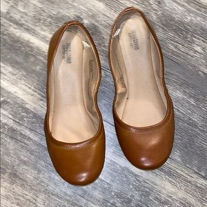 Brown ballerina flats